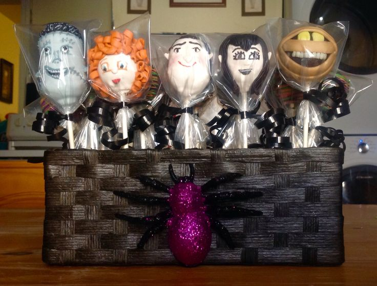 Best 25 hotel transylvania cake ideas on pinterest for Hotel transylvania 2 decorations