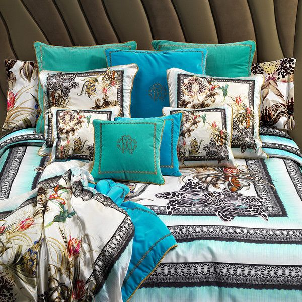 Roberto Cavalli Tropical Duvet Set 001 - King ($705) ❤ liked on Polyvore featuring home, bed & bath, bedding, duvet covers, black, king size flat sheet, floral bedding, king size bedding, king bedding and king size duvet cover sets