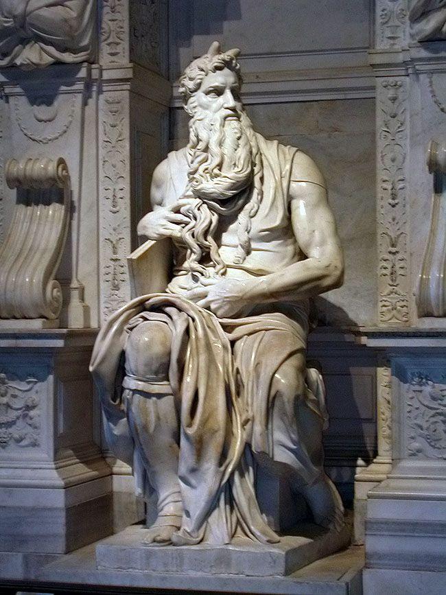 El Moisés es una escultura de mármol blanco y fue realizada en 1509, obra de Miguel Ángel (1475-1564). Originariamente concebida para la tumba del papa Julio II en la Basílica de San Pedro, el Moisés y la tumba se colocaron finalmente en la iglesia menor de San Pietro in Vincoli, en la zona del Esquilino