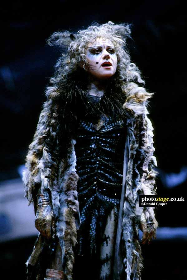 1981 Elaine Paige As Grizabella In Andrew Lloyd Webber S Cats Based On T S Eliot S Old Possum S Book Of Practical Cats Cats Musical Popular Music Musicals