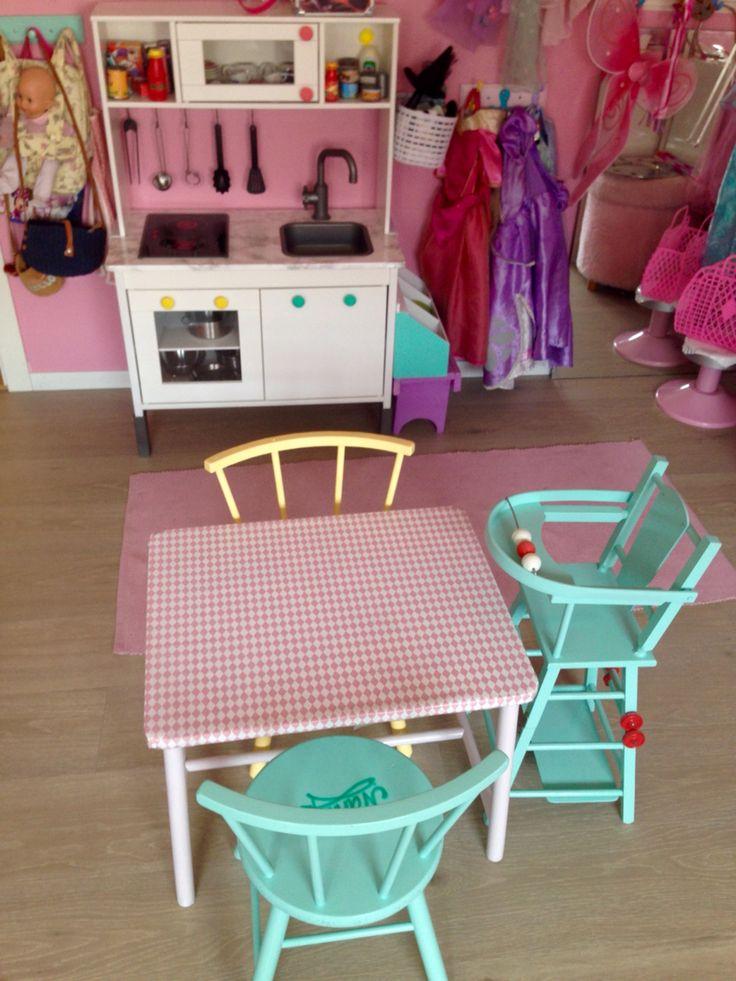 IKEA lekekjøkken og gamle barne møbler malt