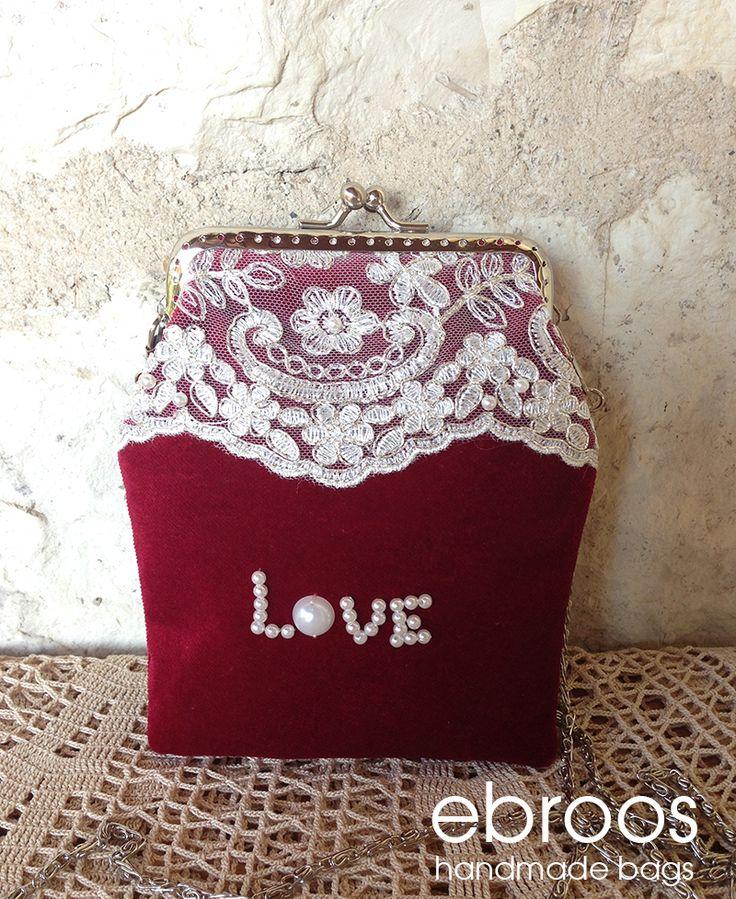 """Koyu kırmızı kadife üzerine dantel ve inci işleme şık """"love"""" gece çantası. Gümüş renk metal klipsli çantanın içi astarlıdır.  Metal çanta sapı ile birlikte gönderilecektir. #çanta #vintage #elyapımı #elişçiliği #taşişlemeli #tek #özeltasarım #özel #orijinal #oneofakind #unique #metalklipsliçanta #kadife #velvet #çantalarım #çantam #hediye özelhediye #vintageçanta #vintagebag #handmadebag #designerwork #ebroos #ebrooshandmadebags #arasstacom #iphoneçantası #iphone #gece #geceçantası"""