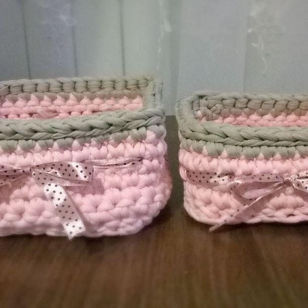 Różowo-szare kwadratowe koszyczki