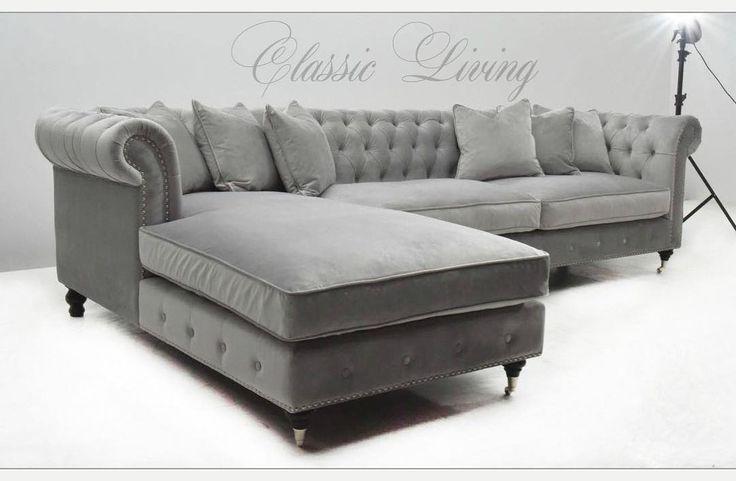 """La Serena Lounge Sofa (Lys Grå Velour) Lekker og klassisk sofa i et tidløst design med nydelige detaljer. Meget god sittecomfort. """"Pushed in buttons"""" og sølvnagler tilfører det lille ekstra.   Mål:  Lengde:  312 cm Dybde:  96 cm (60cm dybde på sittedelen fra rygg) Høyde:  89 cm  Lengde: 185 cm (sjeselongdelen)  Denne finnes i flere lekre farger #classicliving #classy #homedesign #house #furnitures #møbler #interiør #interior #furniture #home #interiorlovers  #housedecor #interiorpassion…"""