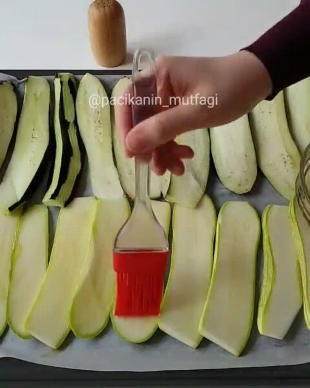 """860 Beğenme, 3 Yorum - Instagram'da Lezzet Kareleri (@lezzet.kareleri): """"@Regrann from @pacikanin_mutfagi - Hayırlı günler 🤗 Köfteli patlıcan ve kabak sarma 😍 Bu yemeği…"""""""