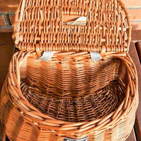 Nuestra costera es una cesta preciosa. Y ahora puede ser tuya. Se diseñó para ir de pesca. Pero te encantará colgada en bandolera o montada en la bici gracias a sus arneses. Es una cesta artesanal, una cesta de calidad hecha en España. Una cesta de Cestas Home.