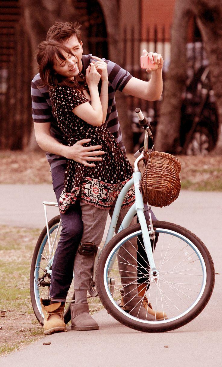 Dakota Johnson & Nicholas Braun On How To Be Single Set In Ny  21 April