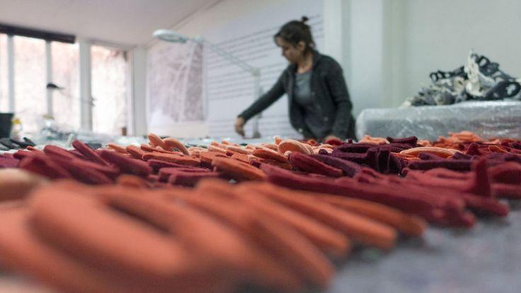 """Making of """"The ineffable joys of enumeration"""" - monica bengoa. Producción de la obra 'Las inefables alegrías de la enumeración' (2013). #handmade #art #instalation #felt #contemporaryart"""