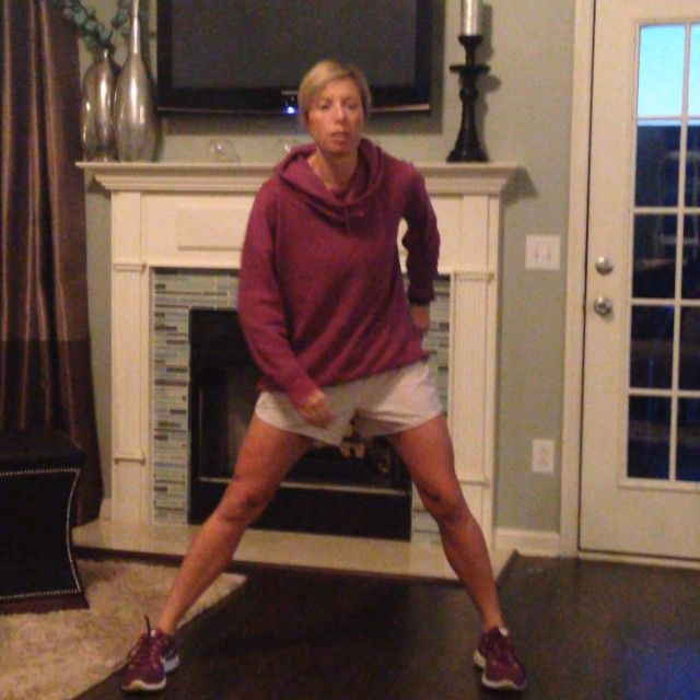 Let's tone those INNER THIGHS and burn some calories all in one. 15 lateral lunges on each side w/15 jumps. #workout