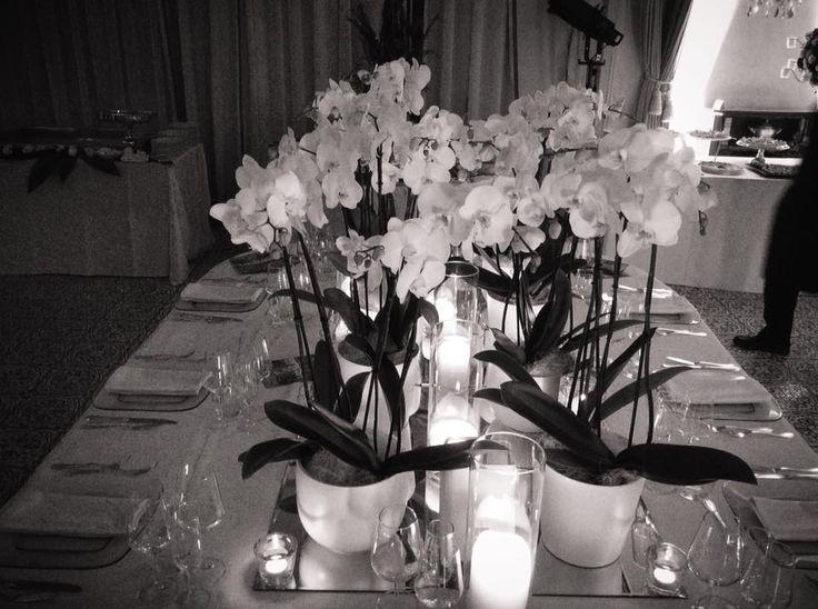 Centrotavola imperiale di orchidee e candele