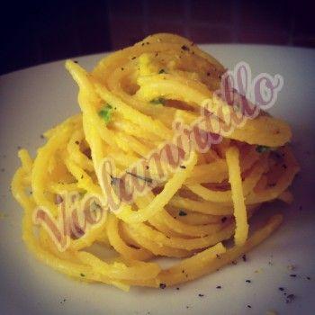 Spaghetti con crema di zafferano e zucchine | violamirtillo