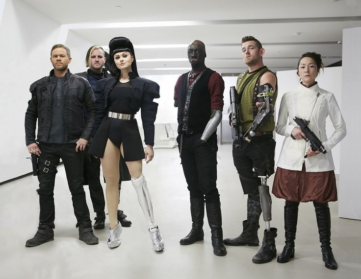 On Killjoys Season 3 Episode 2, Dutch and D'av attempt to expand their team, while Johnny continues his search for Clara in Rat city.
