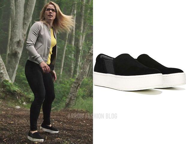Felicity Smoak wears these black suede