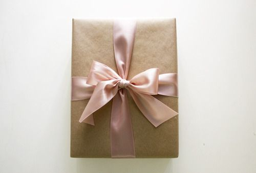 How To Wrap a Perfect Present - This helped me immensely #giftwrap #bows #christmas