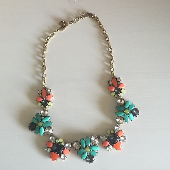 Stella and dot embellished necklace Colorful and adorable Stella and dot necklace, perfect condition worn once Stella & Dot Jewelry Necklaces