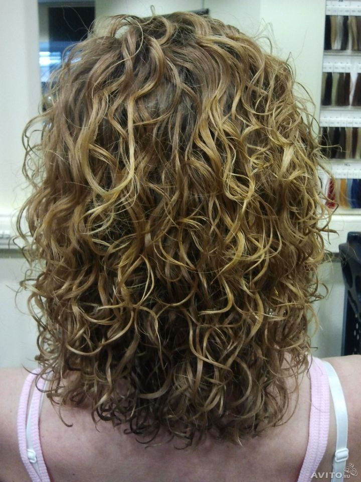 medium hair perms styles highlighted curl hair colour 8115