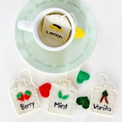 Looking for a way to *brew* up some fun for your next tea party?  Make your own felt tea bags.