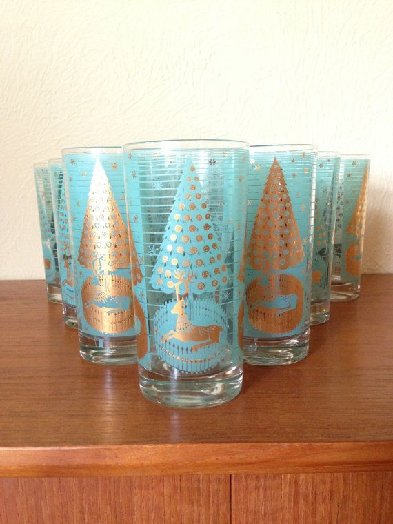 Mid Century Modern Christmas Glasses -The glasses are beautiful and really add to a vintage Christmas table :)