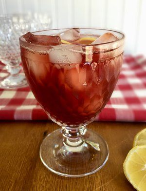 COCKTAIL RECIPE FOR A CROWD: SWEET TEA MARTINI