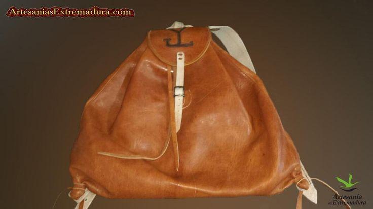 Mochila http://artesaniasextremadura.com/es/otros-productos/134-mochila-de-caza.html… #cuero #artesanía #personalizada #caza #LaHoraMagica347 #producto #crafts #PymesUnidas
