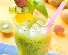 Jus de kiwi pomme pêche : http://www.cuisineaz.com/recettes/jus-de-kiwi-pomme-peche-64727.aspx