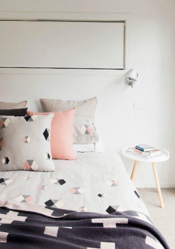 #chambre #housse #couette #linge #lit #petits #motifs #geometrique #blanc #noir #gris #rose #minimaliste