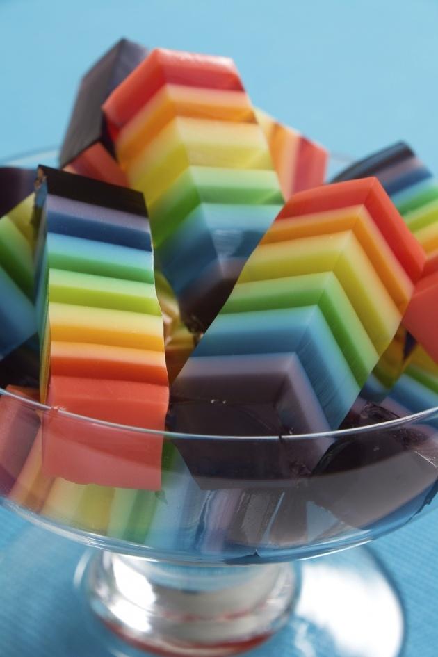 gelatina en capas de colores