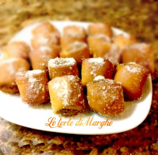 Strucchi dolcetti Friulani, Dolce tipico delle Valli del Natisone. Sono sei dolcetti a forma di fagottini ripieni di nocciole, mandorle, amaretti, ecc...