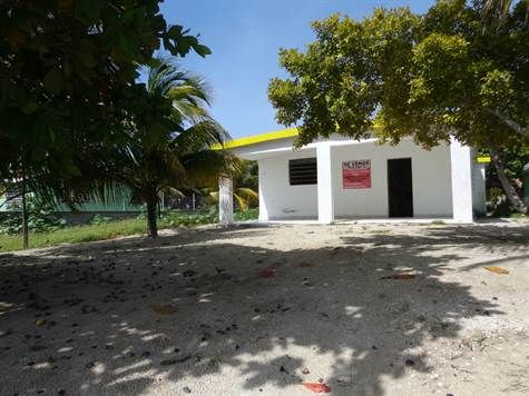 Home For Sale in Chelem Yucatan Chelem, Yucatan. For Sale at $636,000.00. Calle 148 #153 Big House ... Little Price!, Chelem Yucatan Mexico.