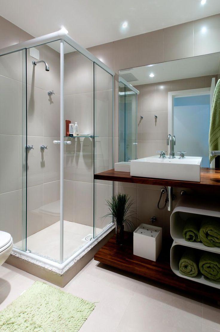 10 best banheiros quadrados pequenos images on pinterest for Apartamentos decorados pequenos