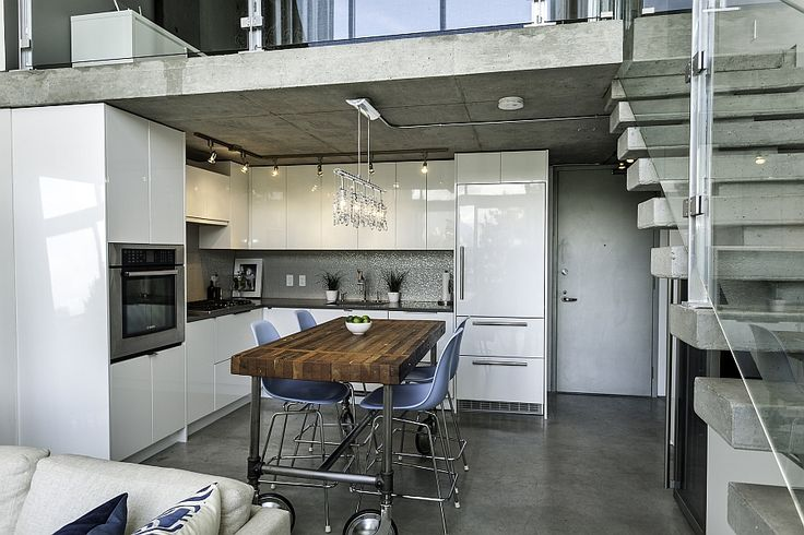 Contemporary kitchen with Liebherr fridge and top grade Bosch appliances