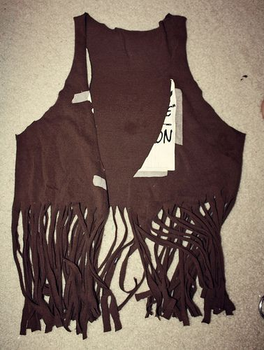 DIY T-shirt Fringe Vest. Might have to do this for B's cowboy costume.