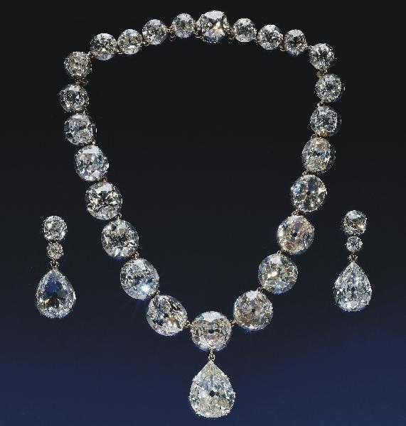 Naszyjnik koronacyjny i kolczyki | Królowa Elżbieta II