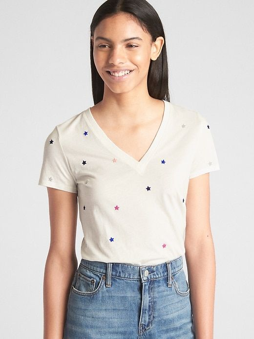 783572ad080 Gap Womens Vintage Embroidered Star V-Neck T-Shirt White Star Print ...