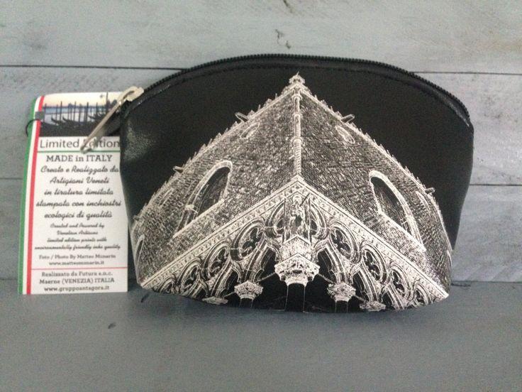 Pochette La Ducale - Creata, realizzata e cucita interamente in Italia da artigiani veneti  Foto di Matteo Munarin. Tiratura Limitata ( n° 999 pezzi distribuiti in tutta Italia).  #venezia #venicebags #marghera #loveitaly #madeinitaly #italia #italy #madeinitaly #madewithlove #bag #pochette #limitededition #venice