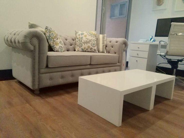 Sofá Chester y mesas de centro gemelas