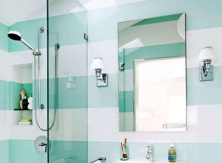 Отражайтесь правильно!   Правильное #освещение в ванной комнате - дело ответственное. Резкие тени на лице помешают девушкам хорошо нанести макияж, а юношам побриться. Оптимальный вариант, когда лампы расположены по обе стороны от зеркала.  #смесители #сантехника #дизайн #ванна Выбираем на сайте: http://santehnika-tut.ru/aksessuary-dlya-vannoj/svetilniki/