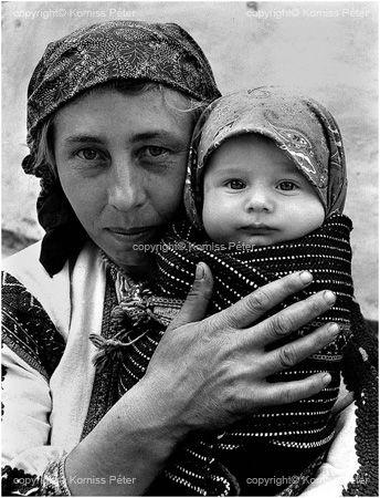 Korniss Péter: Anya Bubával. 1973