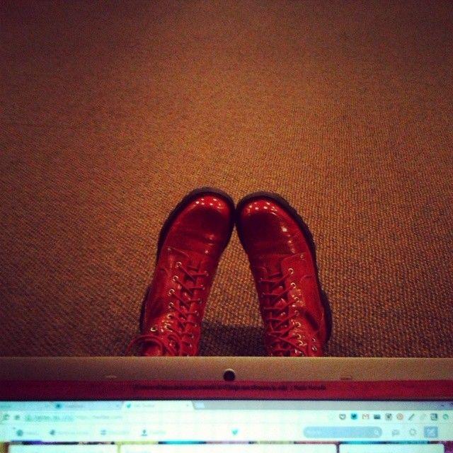 """""""Y recuerda, nunca te quites esos zapatos rojos de tus pies o vas a estar a la merced de la bruja malvada del Oeste."""" #Dorothy #WizardOfOz"""