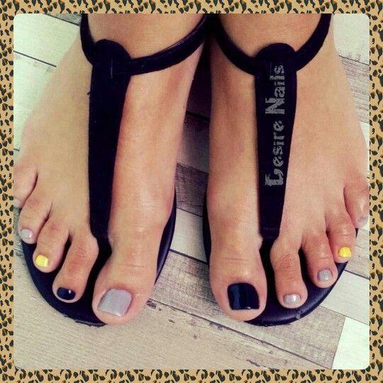 Toes design nails