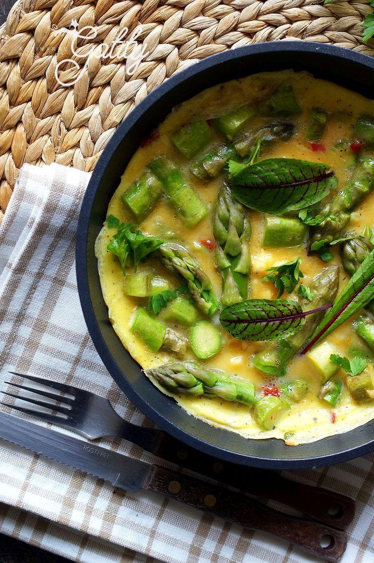 Kulinarne przygody Gatity - przepisy pełne smaku: Omlet ze szparagami i chili