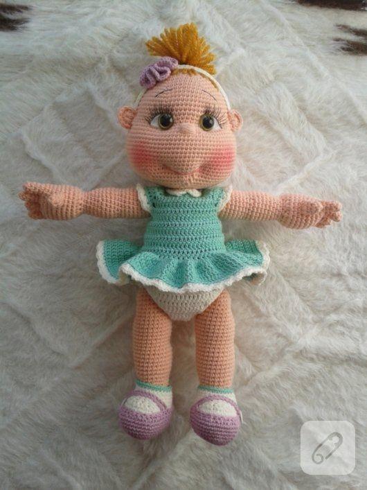 Amigurumi bebek bal kız, yeşil örgü elbiseli pek cici bir model. el örgüsü, tığ işi ve amigurumi oyuncak modelleri, amigurumi şemaları ve örgü videoları 10marifet.org'da