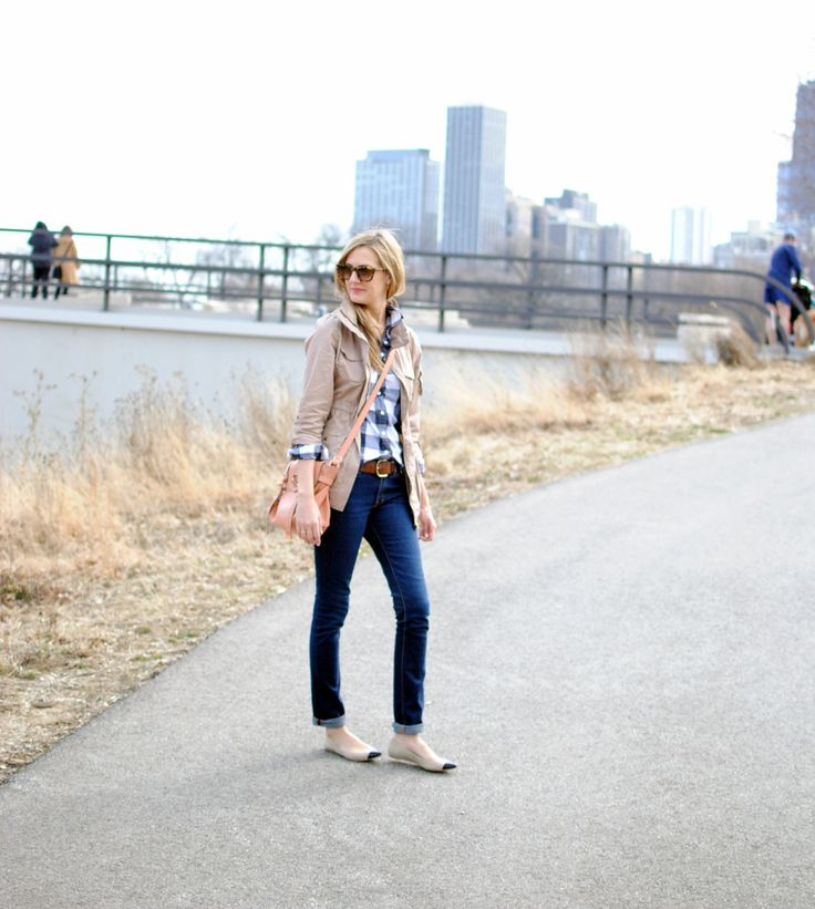 great casual outfit...plaid shirt, skinny jeans (rolled up), cute neutral flats