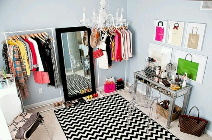 Makeup room! Can't wait to do something like this to my spare bedroom.