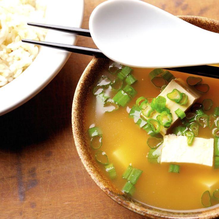 Rezept: Miso-Suppe | Für Sie http://www.fuersie.de/kochen/rezeptideen/artikel/rezept-miso-suppe