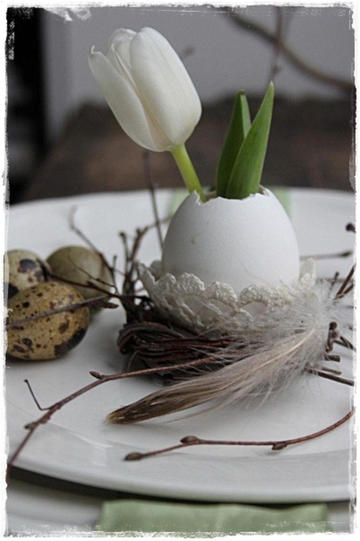 Gehaakt eierdopje, vogelnestje met ei als vaarsje voor tulp