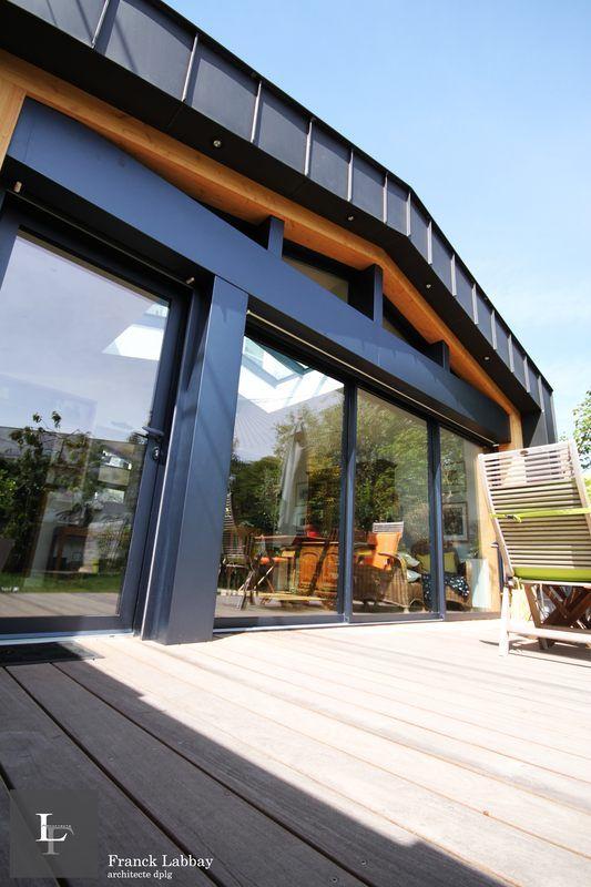 Une extension bois qui embellie une discrète maison bretonne,  #construiretendance