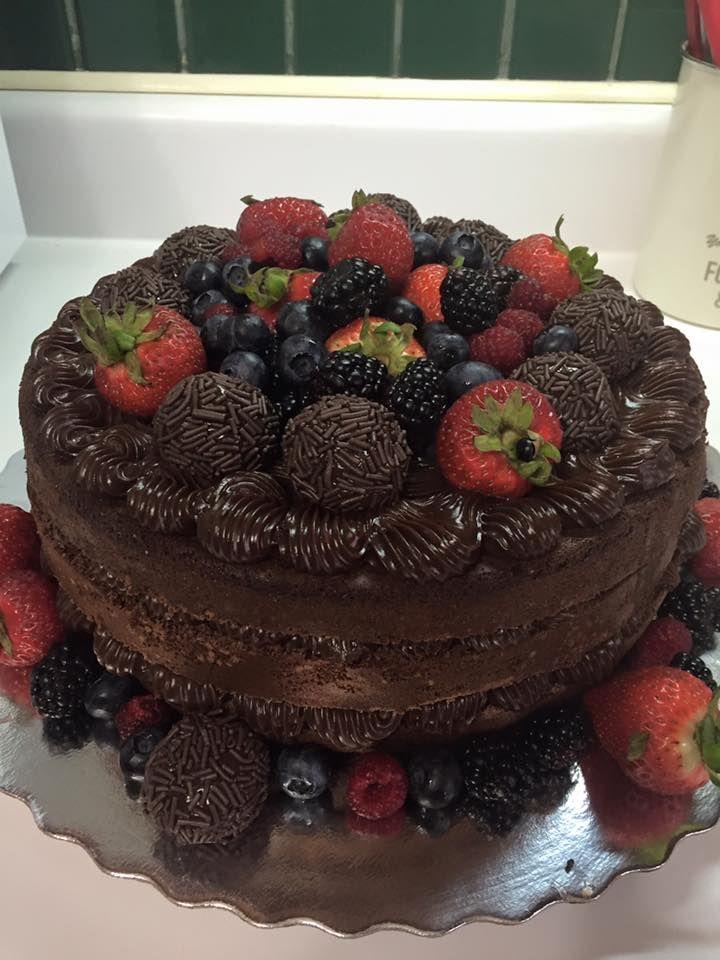 Naked Cakes de brigadeiros e Frutas vermelhas