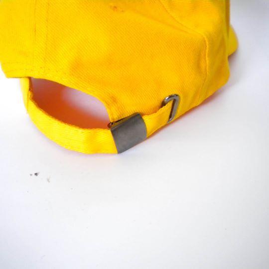 DadCap amarillo con navaja bordada. Filtro UV