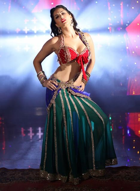 Bollywood Actress Sunny Leone Latest Very Hottest Picture